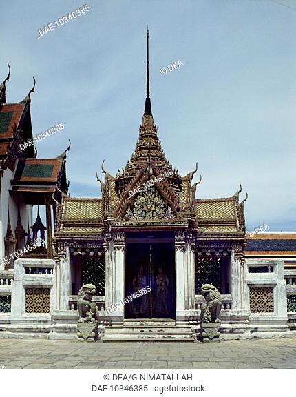 A door of the Audience Hall (Dusit Maha Prasad), Grand Palace, Bangkok. Thailand
