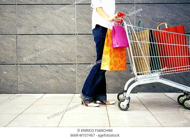 88231f8f17 Donna shopping Stock Photos and Images | age fotostock