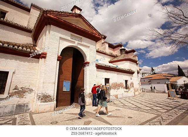 People in front of the Mirador de San Nicolas, Albayzin Neighborhood, Albaycin, Albacin, UNESCO World Heritage Site, Granada, Andalucia, Spain, Europe