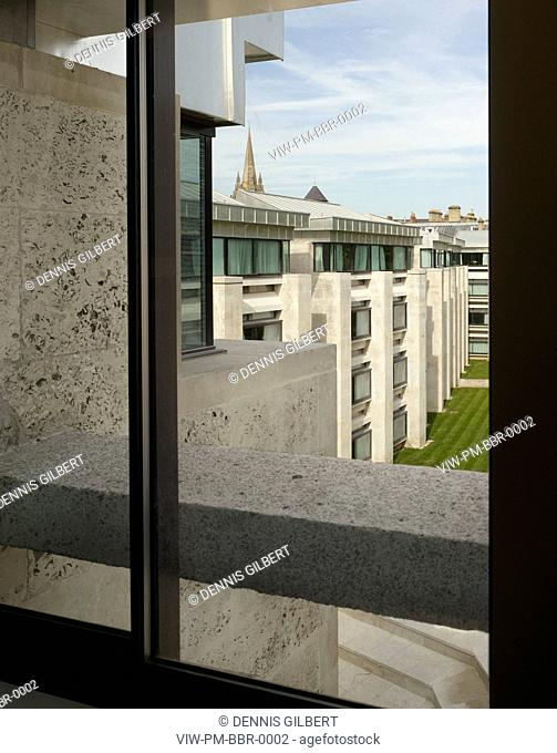 CHRIST CHURCH COLLEGE BLUE BOAR QUADRANGLE POWELL AND MOYA OXFORD 1968 VIEW THROUGH TO RESIDENCE FACADE, OXFORD, STUDENT HOUSING, Architect