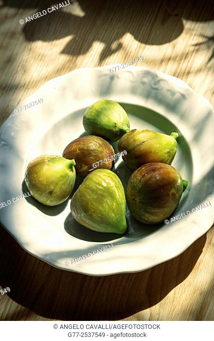 Plate with figs