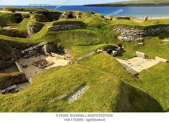Bay of Skaill, Sandwick, Orkney Mainland, Scotland, UK, Great Britain, Europe  Excavations of prehistoric houses in Neolithic stone-age village at Skara Brae...