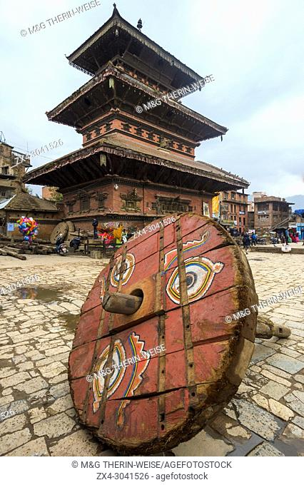 Wheel of a ceremonial chariot for the Bisket Jatra Festival in front of Bhairabnath Temple, Taumadhi Tole square, Unesco World Heritage Site, Bhaktapur, Nepal