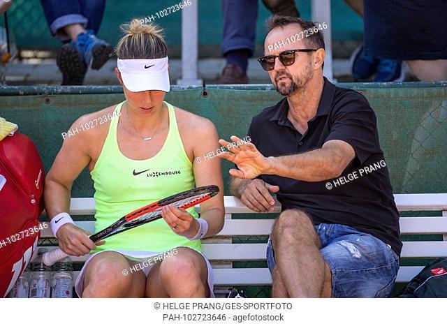 Mandy Minella (LUX / TCR) with coach Ivo Werner. GES / Tennis / Bundesliga: TEC Waldau Stuttgart, 06.05.2018 | usage worldwide