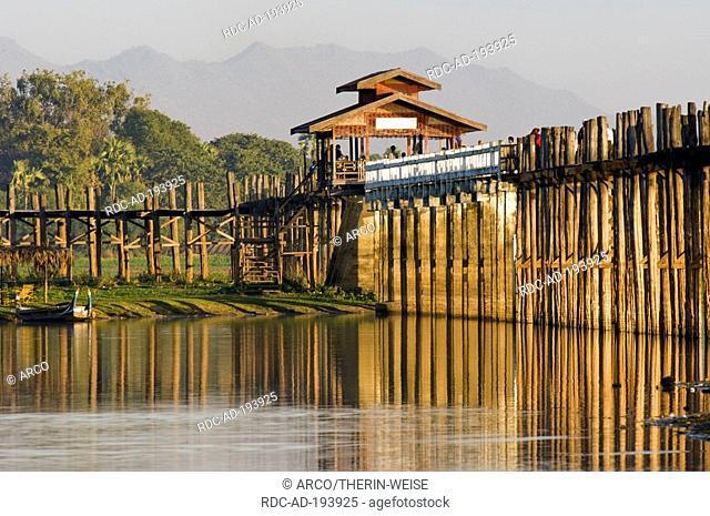 U Bein Bridge, 1200 meters, lake Thaungthaman, Amarapura, Burma, Myanmar