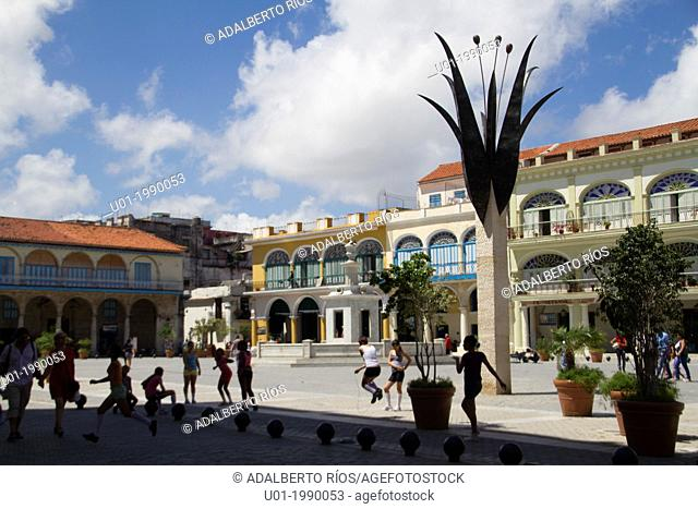 The Plaza Vieja, The Old Square, was one of the main places of Havana city between the XVI and XX century