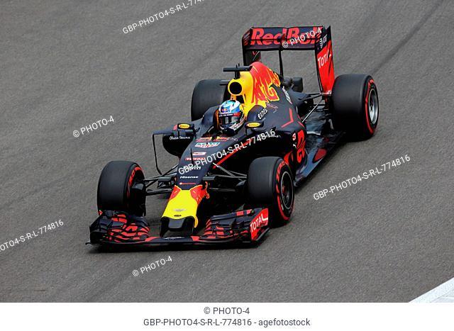 30.04.2016 - Free Practice 3, Daniel Ricciardo (AUS) Red Bull Racing RB12