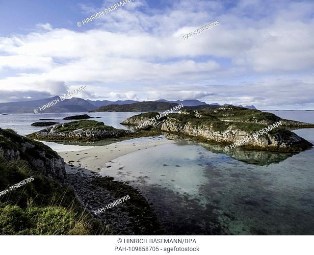 small archipelag on northern Norway, september 2018 | usage worldwide. - Hillesöy/Troms/Norway