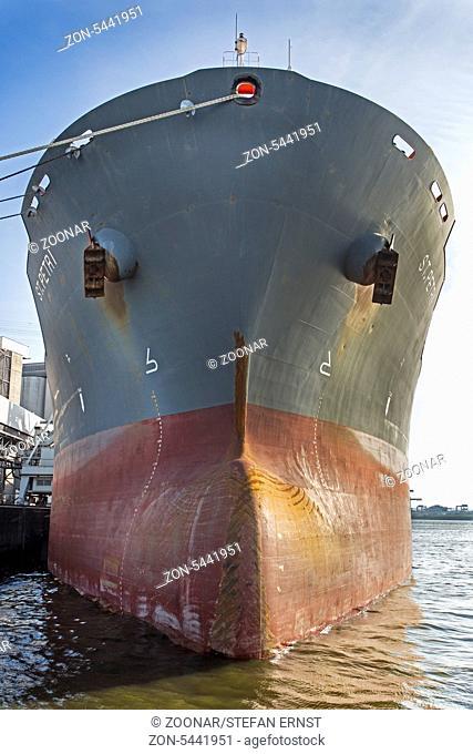 Bug eines Schiffes, Hamburger Hafen, Deutschland, Europa / Bow of a ship, Hamburg harbour, Germany, Europe