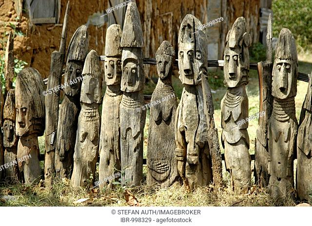 Row of old wooden human figures as totem poles, ancestor cult, Konso ethnic group, Ethiopia, Africa