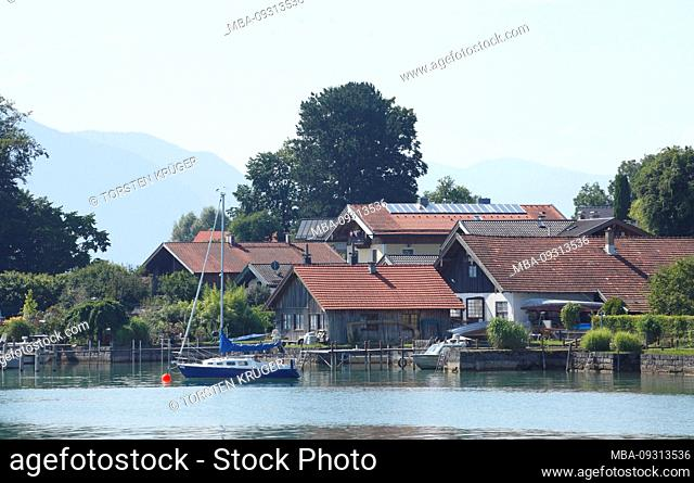 Island Frauenchiemsee with sailboat, jetty and houses, Fraueninsel, Chiemsee, Chiemgau, Upper Bavaria, Bavaria, Germany, Europe