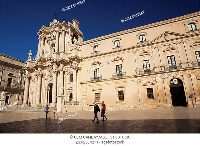 People in front of the Baroque Duomo cathedral, Syracuse, Sicily, Italy, Europe
