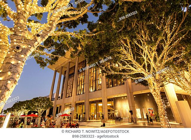 Dorothy Chandler Pavilion and Los Angeles Opera with at twilight