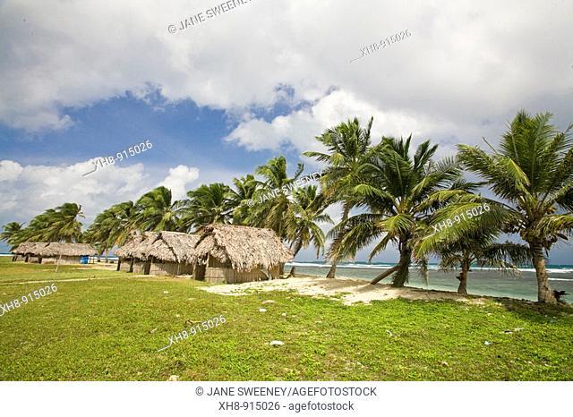 Thatched tourist cabanas, Isla Tigre, San Blas Islands, Kuna Yala, Panama
