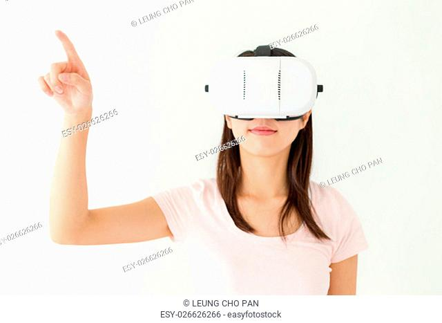 Woman use of virtual reality