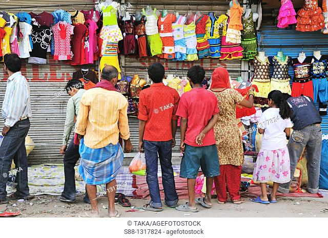 Shopping on the street market, Delhi India