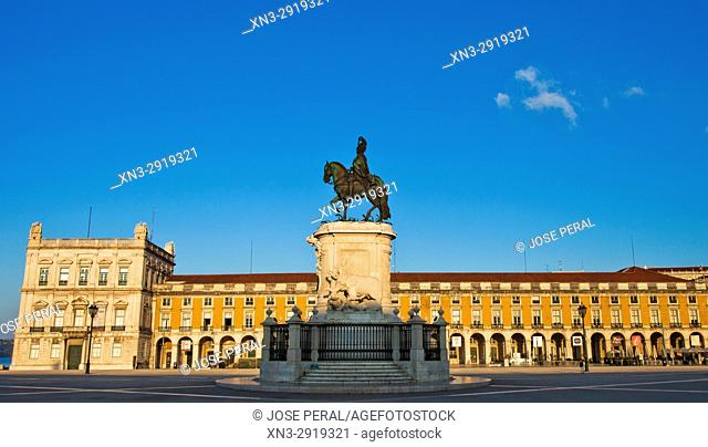 Statue of King José I, by Machado de Castro, Commerce Square, Praça do Comércio, Terreiro do Paço, Lisbon, Portugal, Europe