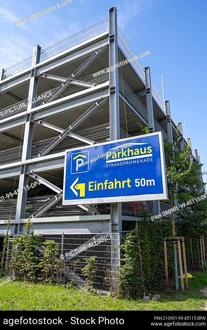 31 August 2021, Mecklenburg-Western Pomerania, Göhren: View of the multi-storey car park on the beach promenade in the seaside resort of Göhren on the island of...