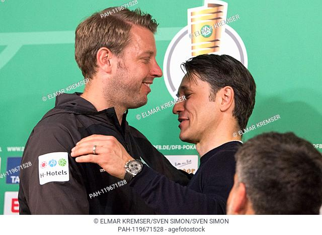coach Florian KOHFELDT (left, HB) and Niko Kovac (coach, M) say goodbye with a hug after the press conference after the game, hugging, gesture, gesture