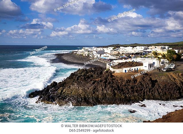 Spain, Canary Islands, Lanzarote, El Golfo, elevated waterfront view