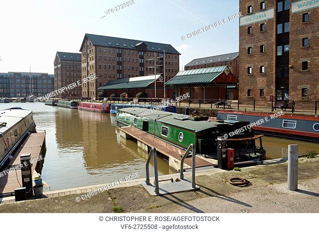 Spring sunshine brings visitors to Gloucester Docks, Gloucester, UK