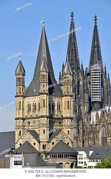 Gross St. Martin and in the back the Koelner Dom Cologne Cathedral, Cologne, North Rhine-Westphalia, Germany, Europe