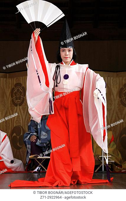 Japan, Kyoto, Gion Matsuri, festival, traditional performance, dancer, people,