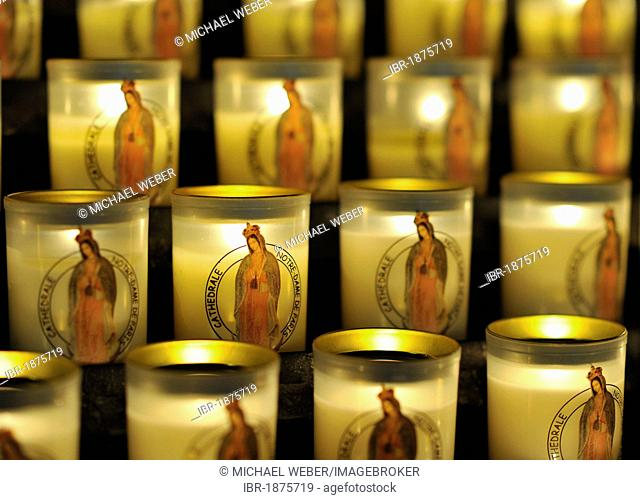 Votive candles, Cathedral of Notre-Dame de Paris, Ile de la Cité, Paris, France, Europe