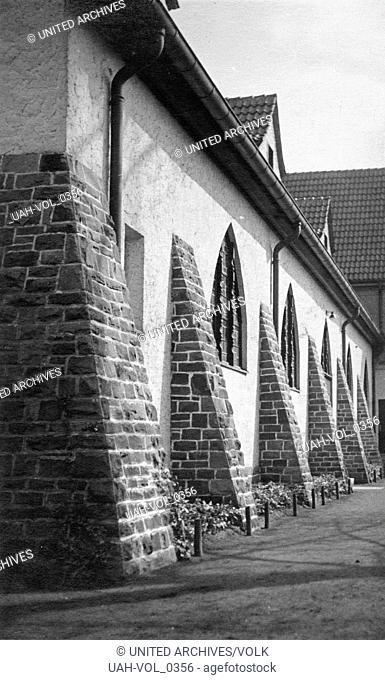 Kirche in Bergisch Gladbach bei Köln, Deutschland 1930er Jahre. Church at Bergisch Gladbach near Cologne, Germany 1930s