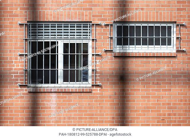 10 August 2018, Germany, Bueren: Fenced windows can be seen in the accommodation facility for persons obliged to leave the country (UfA) of the Detmold district...