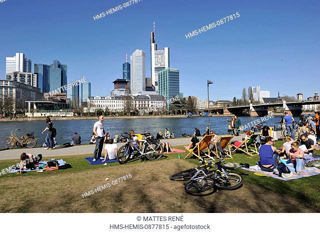 Germany, Hesse, Frankfurt am Main, riverbanks of Main river and skyline, Main Cafe