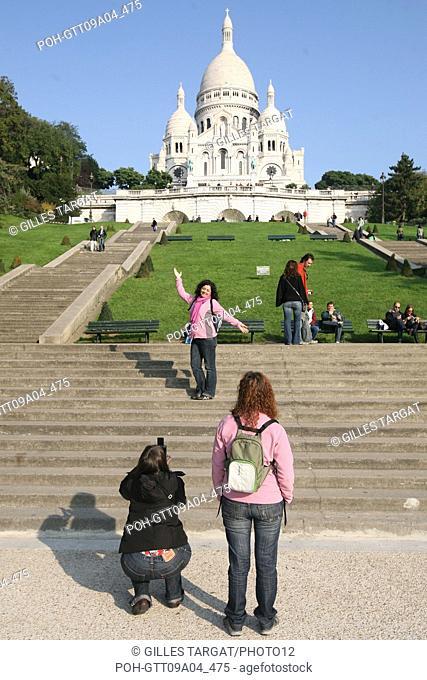 tourism, France, paris 18th arrondissement, butte montmartre, basilique du sacre coeur, basilica, stairs, tourists Photo Gilles Targat