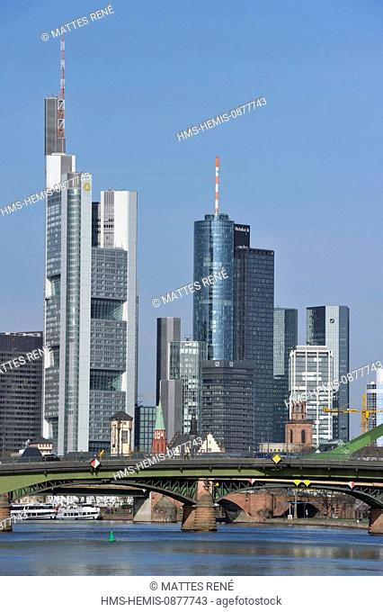 Germany, Hesse, Frankfurt am Main, View over river Main with Flosser Bridge to skyline
