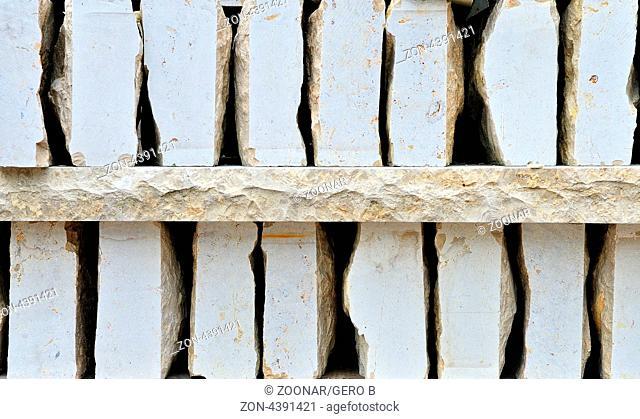 Verblendmauersteine gestapelt, Facing bricks stacked