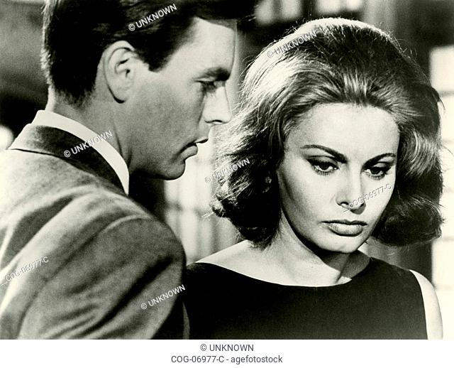 The actors Robert Wagner and Sophia Loren in a scene from the film The Condemned of Altona, Ita / Fra