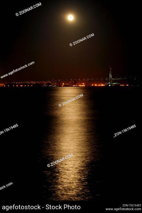 Moonlight reflected on the surface of the water. Shooting Location: Yokohama-city kanagawa prefecture
