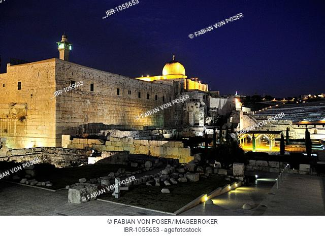 Golden cupola of the Al-Aksa Mosque on the temple mountain at night, Jerusalem, Israel, Near East, Orient
