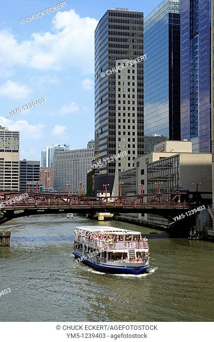 Chicago River tourboat and bridges