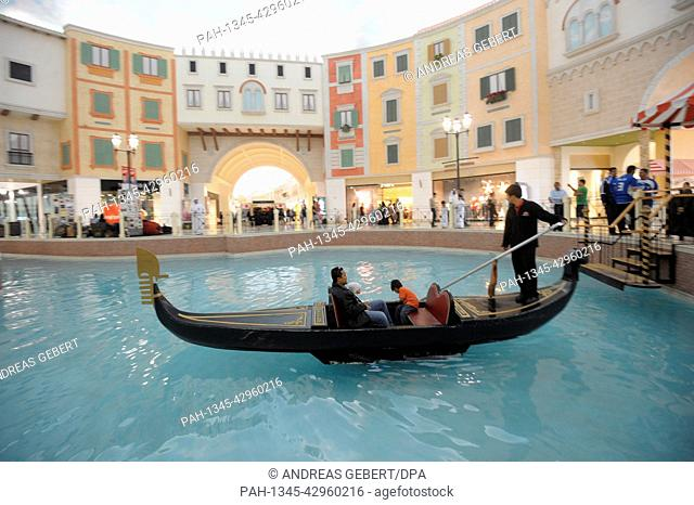 (dpai-file) A file picture dated 08 January 2011 shows a gondolier rowing a gondola with a man and two children across an artificial stream in the Villaggio...