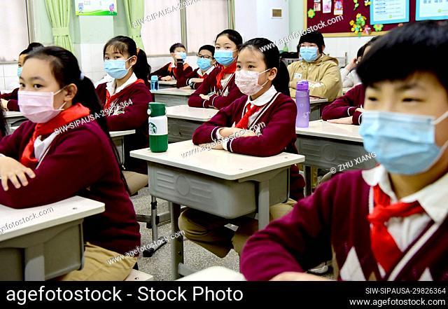 (200511) -- ZHENGZHOU, May 11, 2020 (Xinhua) -- Pupils of five grade attend class at Weiyilu Primary School in Zhengzhou, central China's Henan Province, May 11