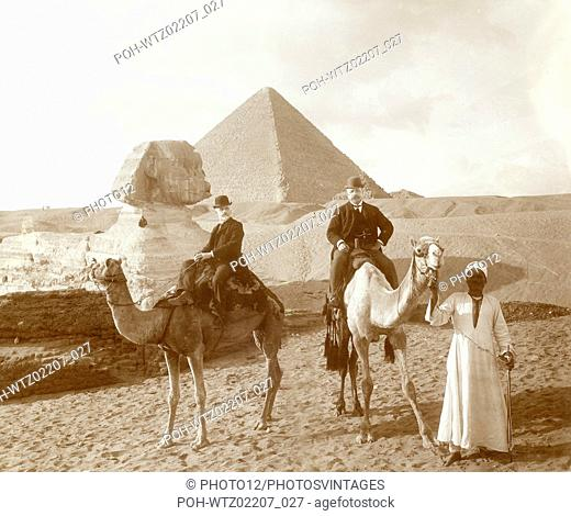 In front of the Sphinx and the Cheops pyramid on the Giza plateau (Egypt) c.1900 Argentic emulsion print (20 x 24,2 cm) Private collection