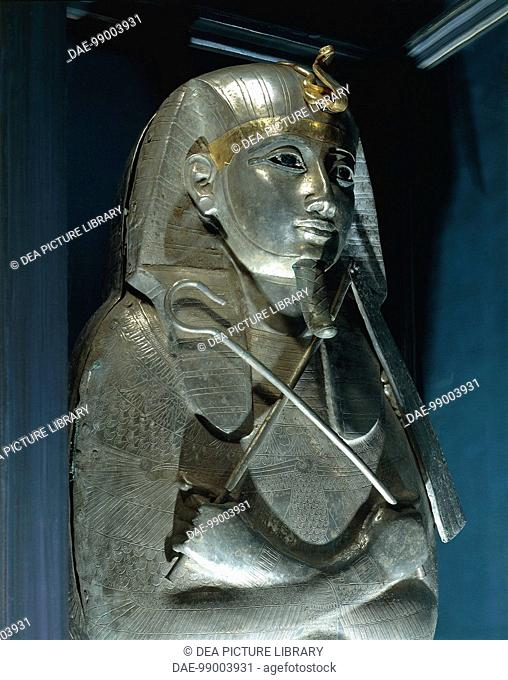 Egyptian civilization, Third Intermediate Period, Dynasty XXI-XXII. Treasure of Tanis. Psusennes I, founder of the Great Temple of Amun at Tanis
