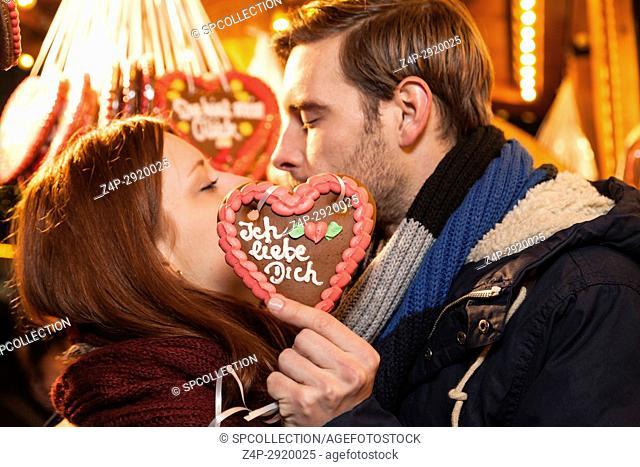 couple kissing on christmas market (german)