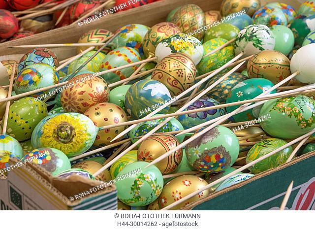 die für den Osterbrunnen auf dem Florianiplatz in Bad Reichenhall vorbereiteten Eier