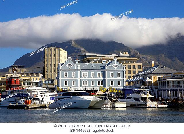 V & A Waterfront, harbor, cloud above Table Mountain, called tablecloth, Cape Town, South Africa, Africa