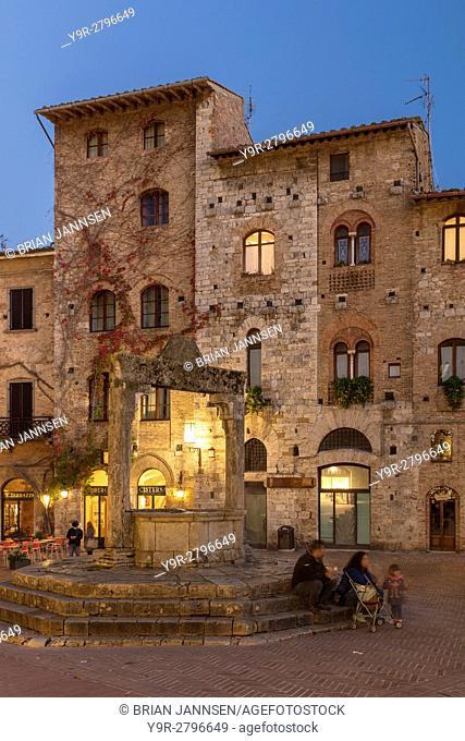 Twilight in Piazza della Cisterna, San Gimignano, Tuscany, Italy