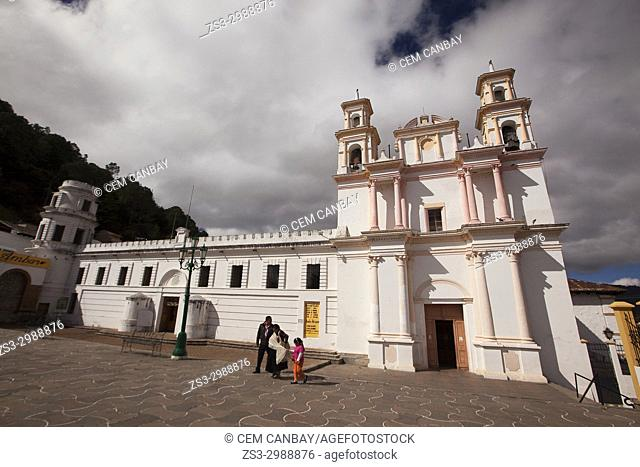 Local people in front of the Museo Del Ambar in the town center, San Cristobal de las Casas , Chiapas State, Mexico, Central America