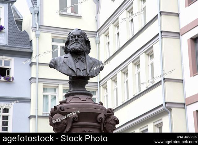 Friedrich Stoltze Brunnen Statue, Huhnermarkt Square, Frankfurt; Germany
