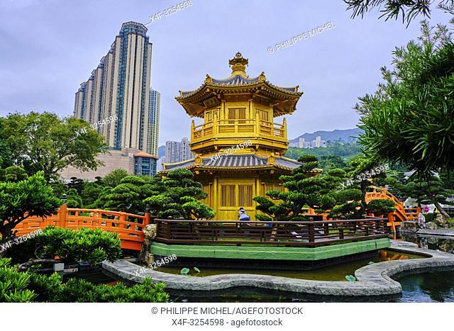 Chine, Hong Kong, Kowloon, jardin de Nan Lian et nonnerie de Chi Lin / China, Hong Kong, Kowloon, The pagoda at the Chi Lin Nunnery and Nan Lian Garden