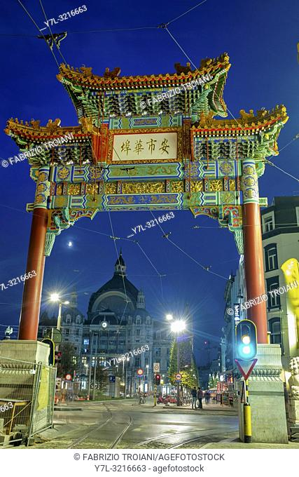 "A paifang known as the """"Pagodepoort"""" (Pagoda Gate) was erected at the southern entrance of Antwerpâ. . s Chinatown, Antwerp, Belgium"